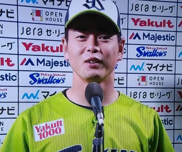 インタビューに答える山崎選手