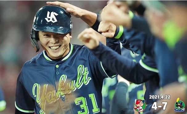 山崎決勝3塁打